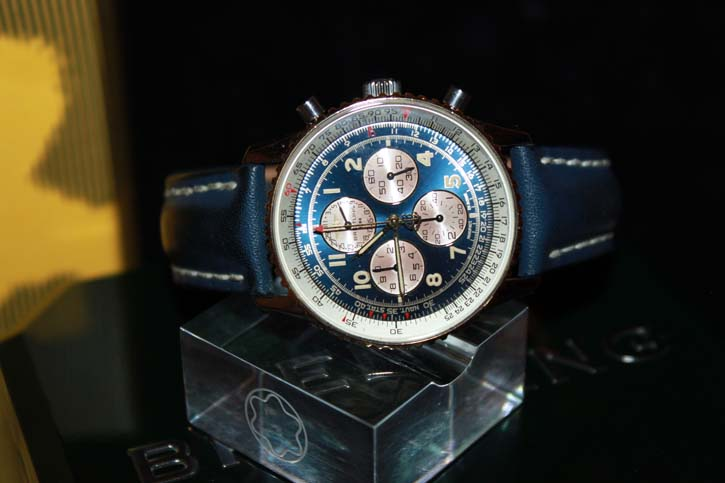 Breitling Navitimer AIR BORN Chronograph D33030 in Stahl / Gold