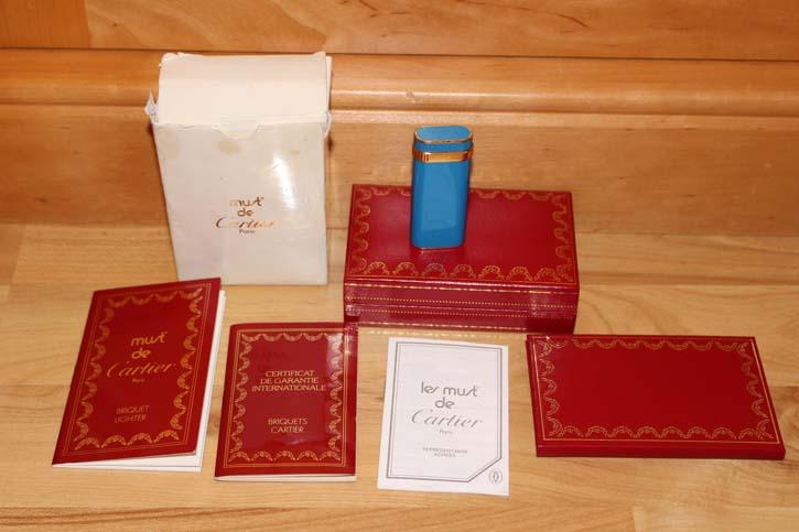 Cartier Santos Feuerzeug in Chinalack Himmelblau und Gold in OVP & Papieren