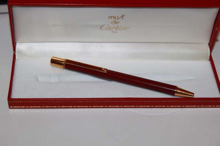 Cartier Stylo Bille II Kugelschreiber in Chinalack Bordeaux und Gold