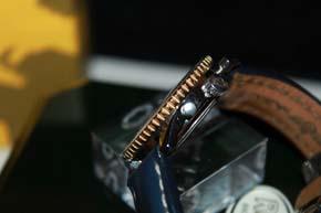 Breitling Navitimer AIR BORN Chronograph D33030 in Stahl / Gold