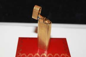Cartier Feuerzeug vergoldet mit Fischgrät Muster